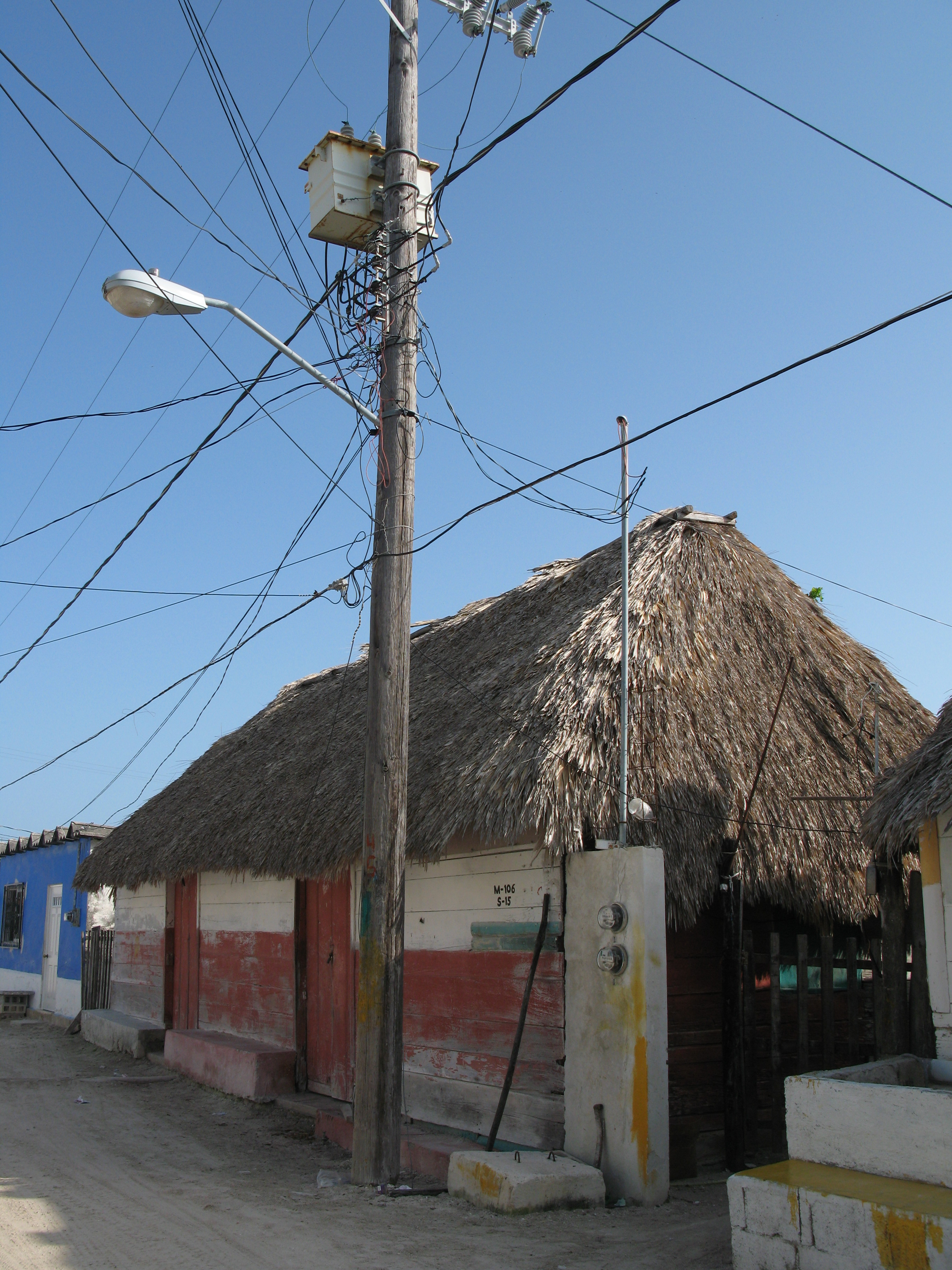 holbox_house_wires